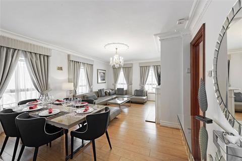 3 bedroom flat to rent - Down Street, London, W1J