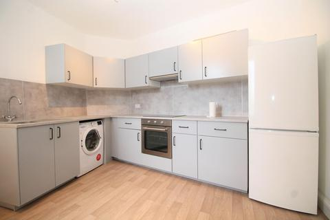 2 bedroom flat to rent - Porters Avenue, Dagenham, RM9