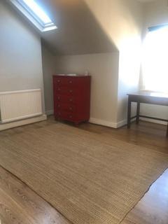 Studio to rent - CAMBRIDGE ROAD, NEW MALDEN KT3