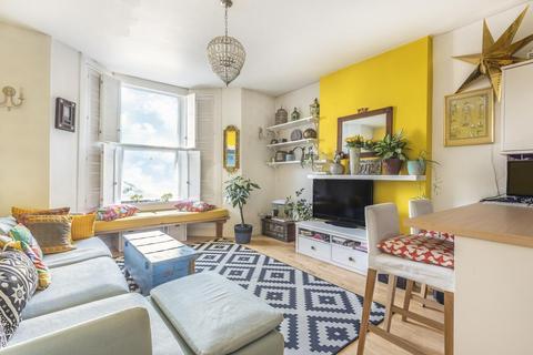 2 bedroom flat for sale - Allison Road, Acton