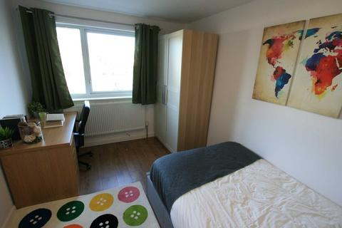 5 bedroom property to rent - Saxton Close, BEESTON, Nottingham, NG9 2DU