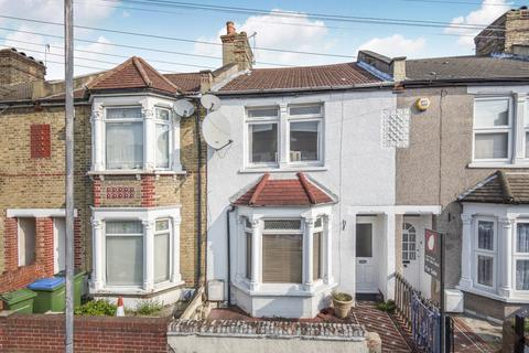 3 bedroom terraced house for sale - Federation Road London SE2