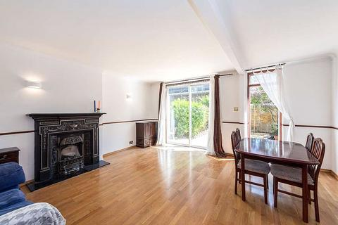 3 bedroom property to rent - Alderney Road, London, E1