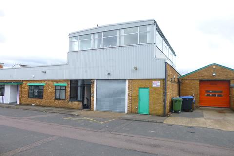 Property to rent - Station Close, Potters Bar