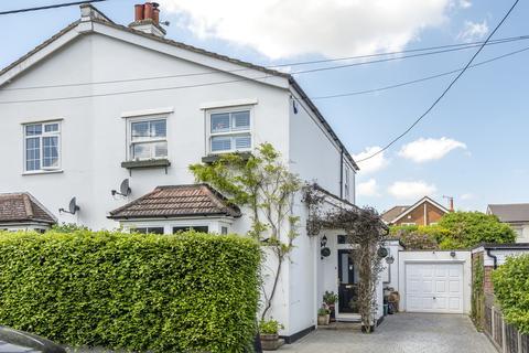 2 bedroom semi-detached house for sale - Paynesfield Road, Tatsfield, TN16
