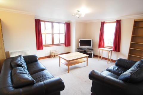 3 bedroom flat to rent - Polmuir Road, First Floor, AB11