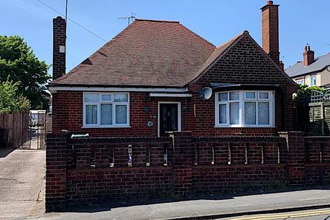 2 bedroom detached bungalow to rent - NETHERTON - Marriott Road