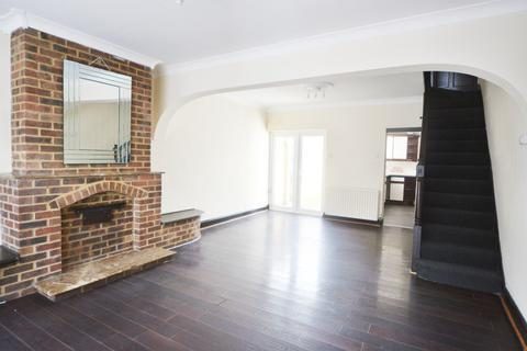 4 bedroom end of terrace house to rent - Findon Road N9