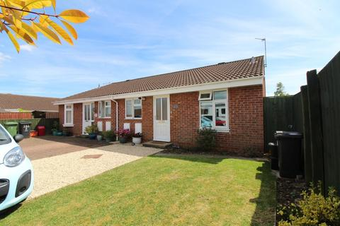 2 bedroom semi-detached bungalow for sale - The Cullerns, Highworth