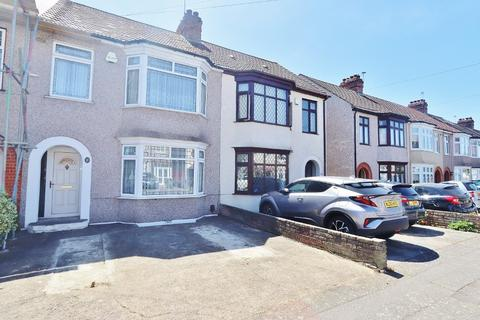 3 bedroom terraced house for sale - Norwood Avenue, Romford, RM7