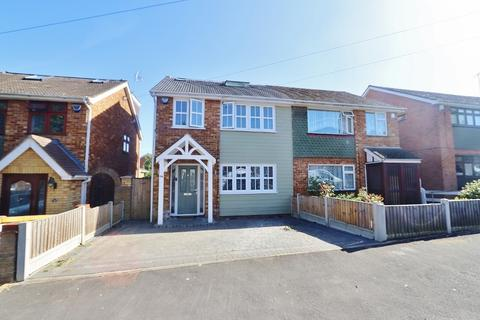 4 bedroom semi-detached house for sale - Oates Road, Romford, RM5