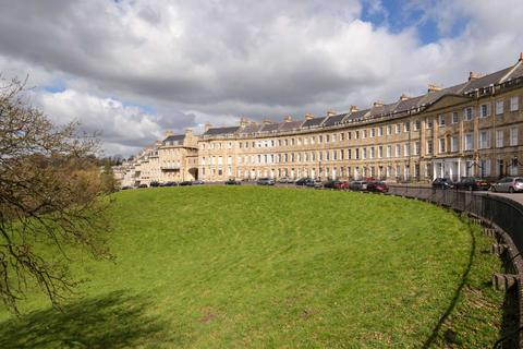 3 bedroom apartment to rent - Lansdown Crescent