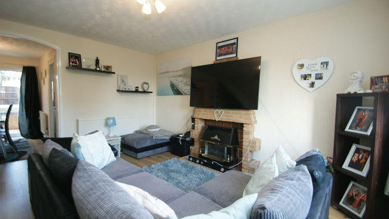 3 Bedrooms Semi Detached House for rent in Lambeth Road, Warren Hill