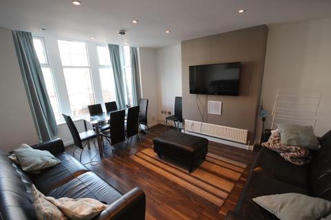6 bedroom terraced house to rent - Estcourt Terrace, Leeds