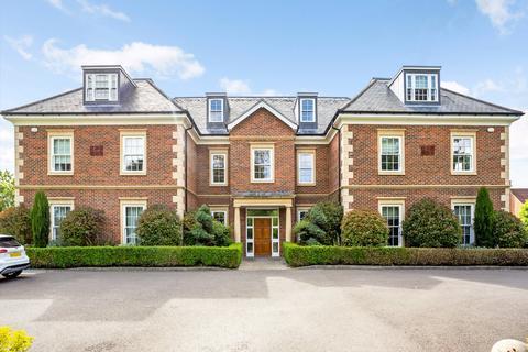 2 bedroom garage to rent - Cranbourne Hall, Drift Road, Winkfield