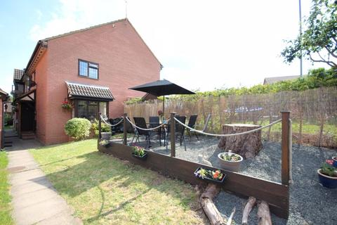 2 bedroom end of terrace house for sale - 2 bed cluster in Wigmore....FREEHOLD with garden...