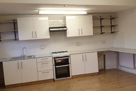2 bedroom apartment to rent - Station Avenue, Caterham
