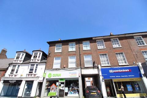 3 bedroom flat to rent - LARGE TOP FLOOR FLAT on High Street North, Dunstable