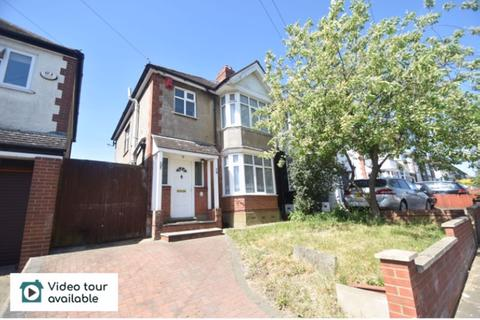3 bedroom semi-detached house to rent - Somerset Avenue, Luton