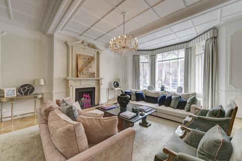 4 bedroom ground floor flat for sale - Pont Street, London. SW1X
