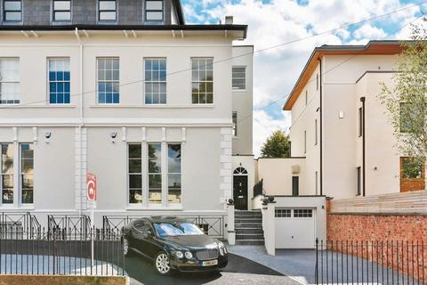 5 bedroom semi-detached house to rent - Malvern Place, Cheltenham