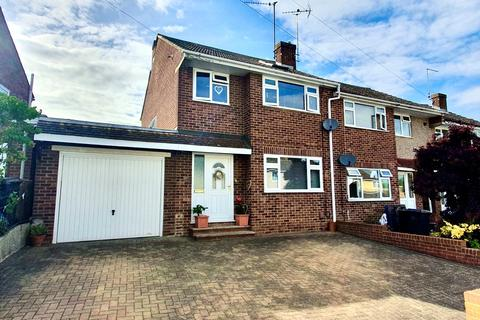 3 bedroom end of terrace house for sale - Heath Drive, Moulsham Lodge, Chelmsford, CM2