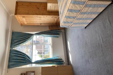 2 bedroom flat to rent - Ballards Lane, London, N3