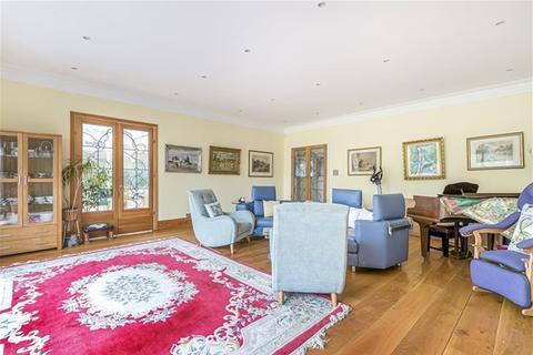 6 bedroom house for sale - Grimsdyke Crescent, Barnet