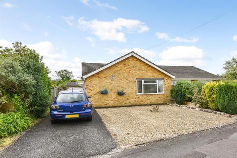 2 bedroom semi-detached bungalow for sale - Eardley Avenue, Andover