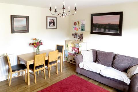 3 bedroom flat to rent - Queens Park Court, Edinburgh EH8