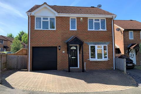 4 bedroom detached house for sale - Calleva Close, Basingstoke, RG22