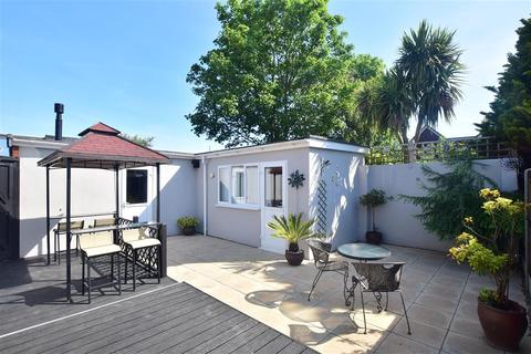 2 bedroom semi-detached bungalow for sale - Woodland Way, Dymchurch, Romney Marsh, Kent