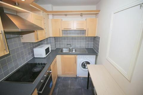 2 bedroom flat to rent - High Street, London, E15