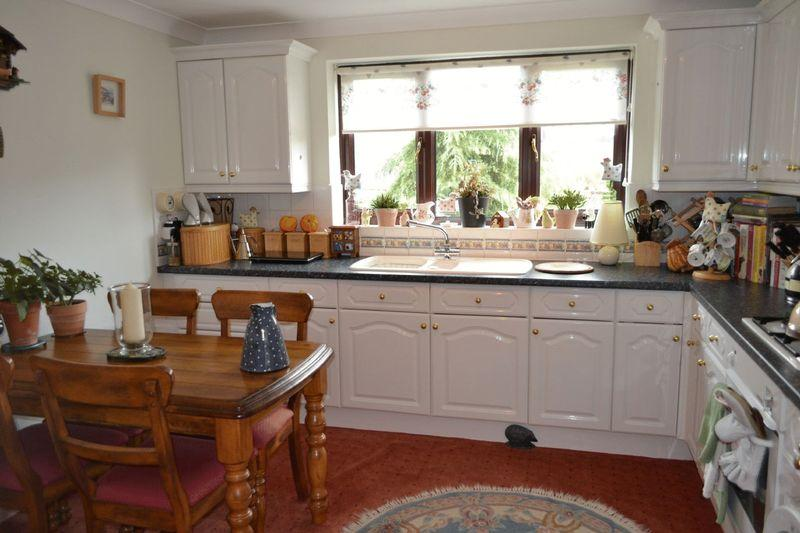 2 Bedrooms Bungalow for sale in The Hawthorns, Wootton