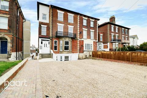 3 bedroom flat for sale - Cliff Road, Harwich
