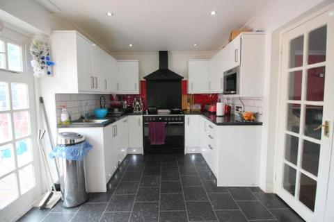 3 bedroom terraced house to rent - Marlborough Road, Dagenham, London, RM8