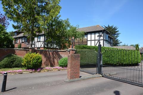3 bedroom penthouse for sale - Parkstone Avenue, Emerson Park, Hornchurch RM11