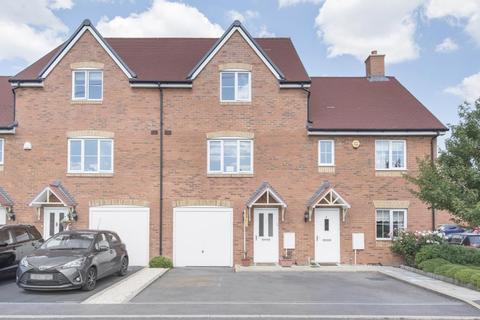 4 bedroom terraced house for sale - Berryfields, Aylesbury, Buckinghamshire, HP18