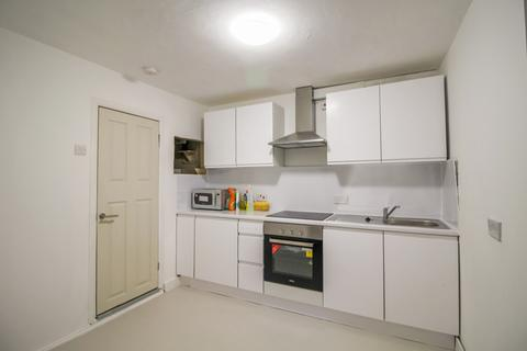 5 bedroom terraced house to rent - Corporation Street, Stratford, E15