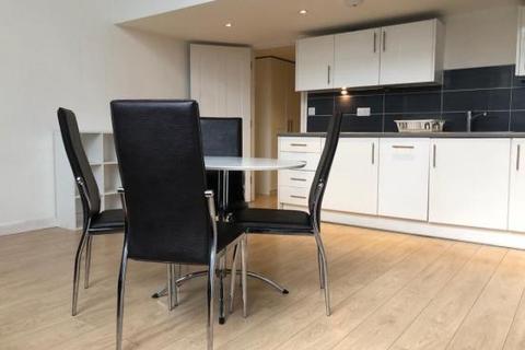 3 bedroom flat to rent - Holbrook Road, London, E15