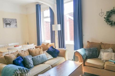 2 bedroom flat - Talbot Road, South Shields