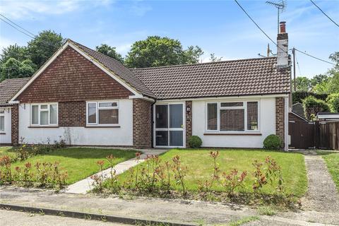 2 bedroom bungalow for sale - Long Meadow, Chesham, Buckinghamshire, HP5