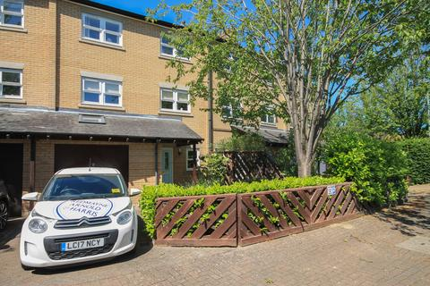 3 bedroom terraced house to rent - The Crescent, Cambridge