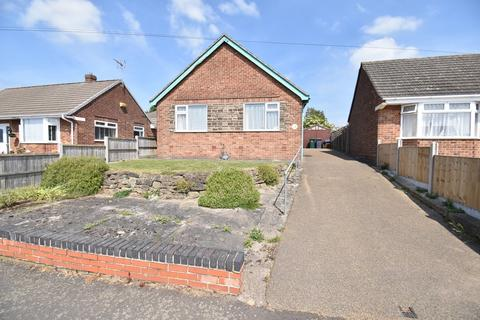 2 bedroom detached bungalow for sale - Birch Avenue, Newhall