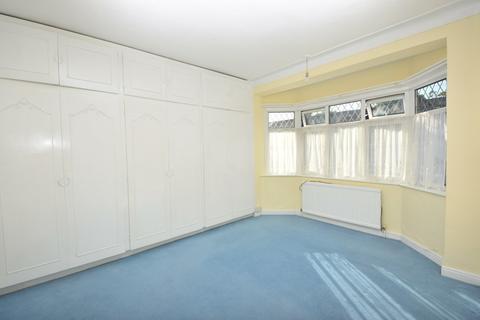 3 bedroom terraced house to rent - Gants Hill Crescent, Gants Hill, IG2