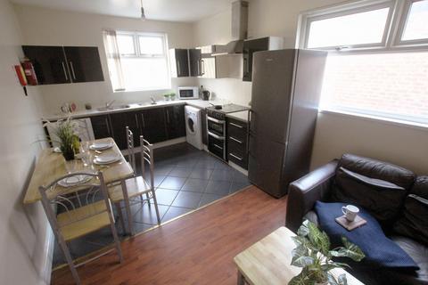 5 bedroom flat to rent - Dickenson Road
