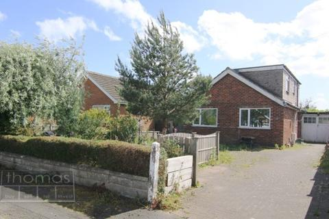 2 bedroom detached bungalow for sale - Greenfield Crescent, Waverton, Chester, CH3