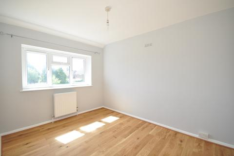3 bedroom semi-detached house to rent - South Mead Redhill RH1