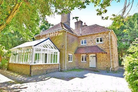 5 bedroom detached house to rent - Pleasant Valley, Maidstone