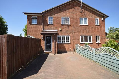 2 bedroom end of terrace house for sale - Harlestone Close, Luton